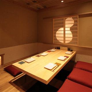 """""""和""""の空間を演出する完全個室"""