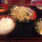 中華酒膳料理 龍源閣 - 肉と野菜炒め定食(800円)。