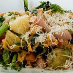 おもてなし厨房 Bon appetit! - 粗挽きフランクと、小松菜、新じゃがのにんにくオイル