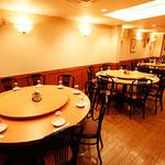 鳳林 - ゆったり座れる2F円卓テーブル席 は最大55名様まで可。