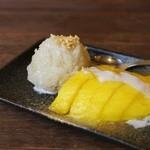 大阪カオマンガイカフェ - もち米とマンゴーのココナッツミルクがけ※仕入れによりご提供出来ない場合があります。