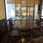 アカヤコーヒー - 半個室の禁煙席もありました。