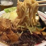 清正 - 麺は熊本ラーメン独特の少しざらついた感じのストレート麺