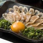 博多中洲ぢどり屋 - 濃口醤油で甘めのたれで!黄身、ネギ、肉のコントラストをお楽しみ下さい。