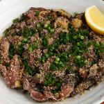 博多中洲ぢどり屋 - さっと鶏を焼きあげ、皮をパリッと、食べるとジュワーッと鶏の旨味が広がります。