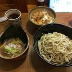 KATSURA - ミニ丼セット(かもだし、とりチャーシュー丼)。
