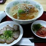 元祖タマユラーメン - タマユラーメン+トッピングは別皿(チャーシュー、明太子)