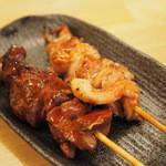 もつ屋 - 130えん『とりレバー(たれ)』130えん『小肉(たれ)』2015.1