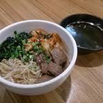 和牛処 Hana - Hana丼です。自家製キムチがほどよいアクセントになっております。