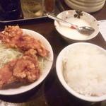 元祖赤みそ家 - 赤味噌セット(唐揚げ+御飯+杏仁豆腐