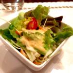 コートロッジ - ランチメニューのAセット(800円)のサラダ、近影。