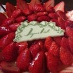 34013332 - ホワイトチョコクリームと苺のタルト アップ画像