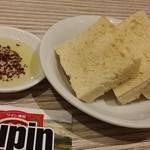 ワイン酒場 Lupin - 【H27.1.1】お通しのフォカッチャ。