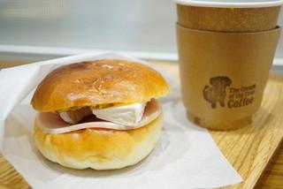 ザ クリーム オブ ザ クロップ コーヒー 渋谷ヒカリエ店 - HAM CHEESE BUNS SAND SET (Blend) (¥800)