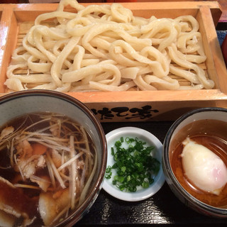 うちたて家 - 肉汁うどん ¥780 クーポンで無料の温泉タマゴ