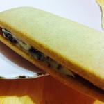 Oomugikoubouroa - 大麦レーズンバターサンド
