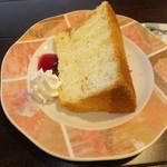34024166 - シフォンケーキセットB 330円 シフォンケーキ 【 2015年1月 】