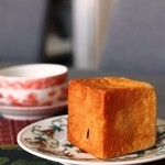 豊島屋 売店 - キューブの餡パン