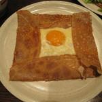 ブレッツ カフェ クレープリー - 目玉焼き風タマゴとチーズのガレット
