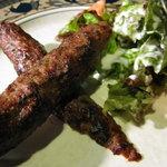 瑛舎夢 - 「シークケバブ」ラムのひき肉を様々なスパイスで味付けしてタンドールで焼いた料理。スパイシーな1品です