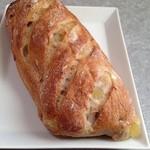 ル・ブーランジェ・ドゥ・モンジュ - 2015年1月 くるみとりんご入りのパン♪