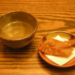 手打ちそば 庵 - そば茶と蕎麦かりんとう