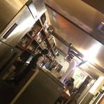 バー・スタンス - レトロな店内