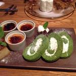 34042955 - デザートウマー♪───O(≧∇≦)O────♪                       春菊のロール初めて食べました。感動