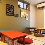 親子サロン&カフェ Nostal - フラットな店内