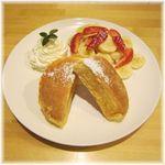 ブリーズ カフェ - 料理写真:苺バナナフレンチパンケーキ