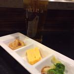 睦乃家 二代目鉄五郎 - お通しで、乾杯☆(^O^)/ エビス樽生ビール 600円+お通し 400円。