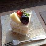 34051394 - 季節のショートケーキ