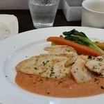 34051506 - 日替わり 国産鶏のトマトクリーム 温野菜添え。