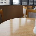 34053740 - 加古川駅方面を眺められる大きな窓があるので、店内は明るく清潔です