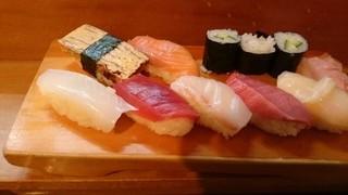 八幡鮨 - ランチ握り1100円