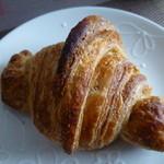 詩とパンと珈琲 モンクール - 全粒粉クロワッサン ¥180