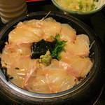 万富久 - 料理写真:鯛丼 870円