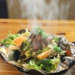 味寛 - 料理写真:和牛を溶岩で焼き上げるアツアツメニュー!