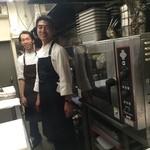 34061197 - 厨房にお邪魔しました!高級レストラン並みのハイスペックな調理機器が揃っています。