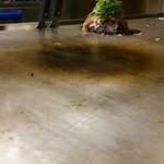 鉄板・お好み焼き 電光石火 - 他のお客さんの、ネギ増し。ネギもモッコリ。(食べ難そう)