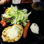イーココチ - パールピザ。スープ付き800円