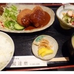 四季の味処 髭ダルマ - 日替わり限定ランチ(680円)・・大きめコロッケ2個:蛸酢・ご飯・お味噌汁・香の物のセットです。