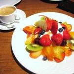 果実園 リーベル - 今月のフルーツパフェ、コーヒー
