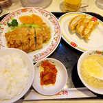 餃子の王将 - ユイリンチーセット(セール価格¥913)。餃子3個・キムチ・スープ付
