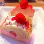 不二家 - 苺のレアチーズ&苺のロールケーキ♪