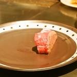 ステーキ  いぐち - まずは半分だけ焼きます