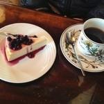 石打 邪宗門 - チーズケーキとブレンドコーヒーのセット(750円)