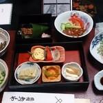 34073635 - ディナーのセットアップ、野菜中心、お肉もあり