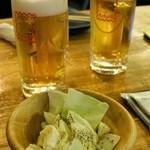 34076840 - 生ビール290円+税×2、席料300円+税×2、お通し食べ放題のキャベツ