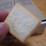 東京ミルクチーズ工場 - ちょっと、はみ出てるのがいい